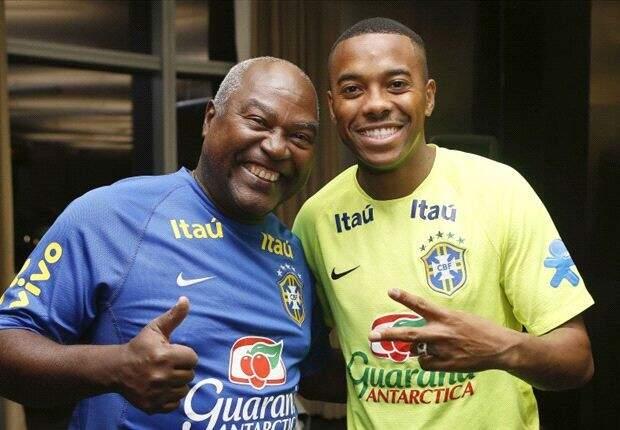 Dois craques revelados no Santos, Edu e Robinho, ambos se consagraram pelos dribles geniais (Foto: Divulgação)