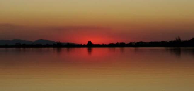 Sol se pondo dentro dos limites do Parque Nacional do Pantanal Matogrossense. Beleza dividida entre dois estados. (Foto: Paula Maciulevicius)