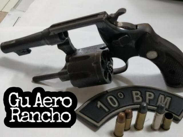 Arma apreendida com marido que tentou matar mulher, de 19 anos (Foto: 10º BPM/Divulgação)