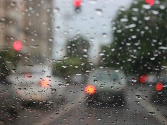 Chuva fraca nesta manhã na região central de Campo Grande. (Foto: Marcos Maluf)