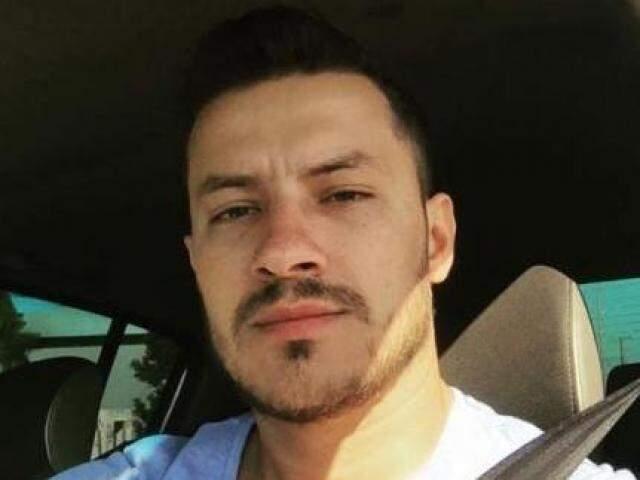 Flávio Henrique Lima Escorce, 35 anos, morreu hoje na Santa Casa (Foto: Facebook/Reprodução)
