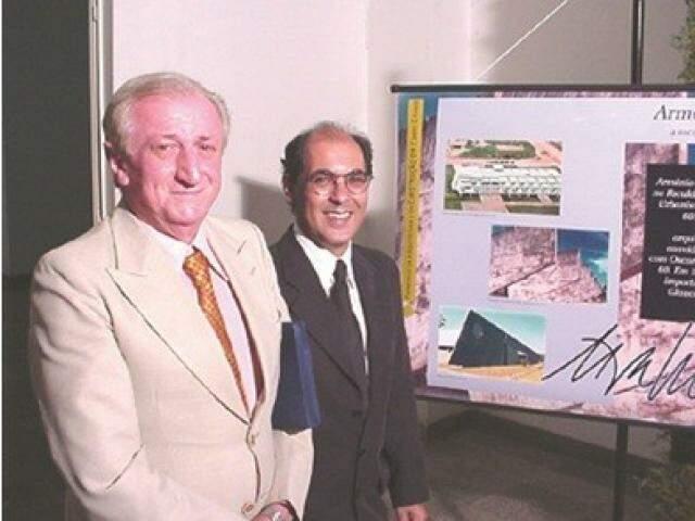 em 2002 ganhou o Prêmio Arquiteto do Ano do Sindicato dos Arquitetos de Mato Grosso do Sul.