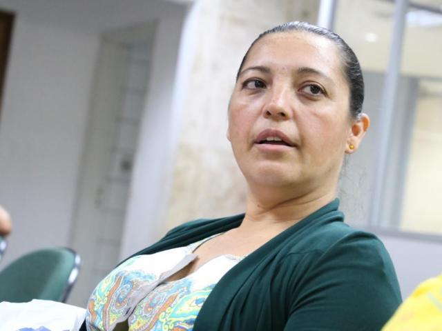 A auxiliar de costura Márcia Mourão procura emprego fixo desde 2012 (Foto: Paulo Francis)