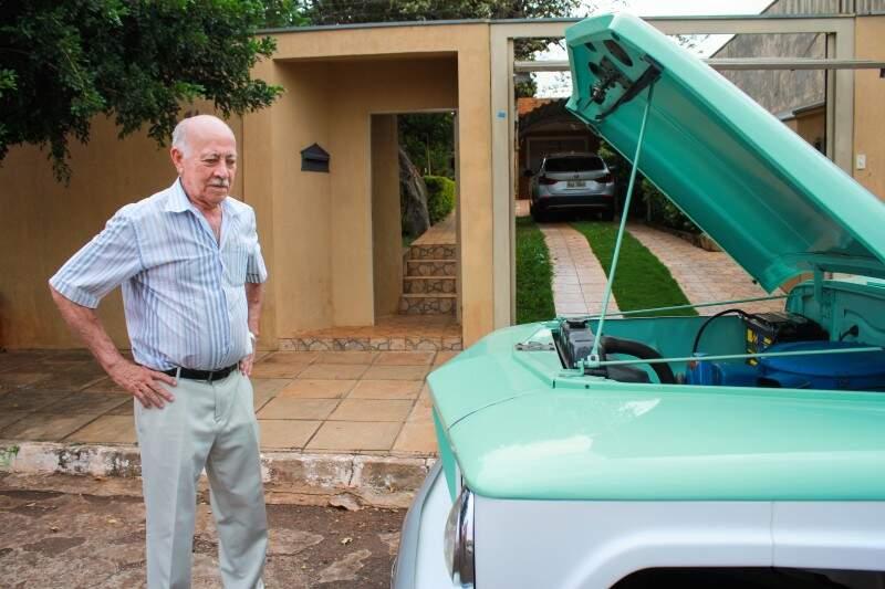 BMW está na garagem, mas a Rural está no coração do dono. (Foto: Marina Pacheco)