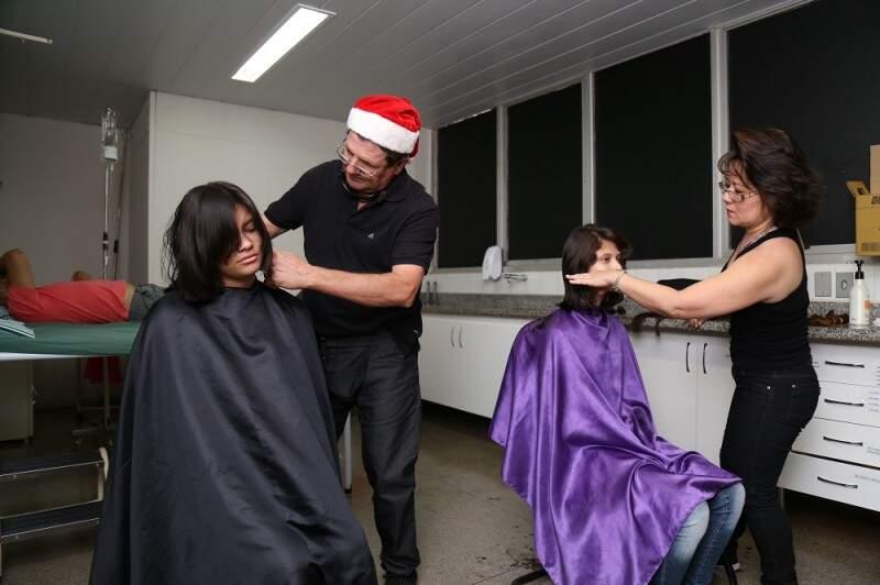 Voluntárias doaram o cabelo para pacientes em tratamento contra o câncer.(Foto: Fernando Antunes)