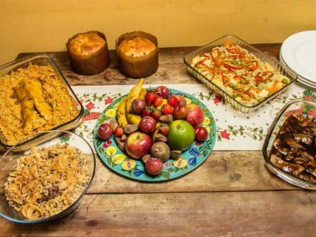 """Para o Lado B, a Cozinha de Solteiro fez """"a ceia"""". Arroz com lentilha, assado de grão de bico e bacalhoada de carne de jaca. (Fotos: Fernando Antunes/CasacoVerde)"""
