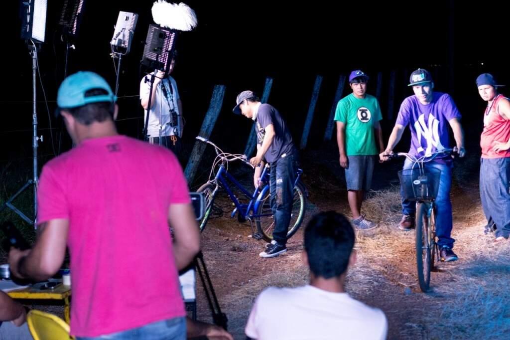 A proposta principal é o trabalho coletivo entre a produtora e um grupo da comunidade. (Foto: Divulgação)