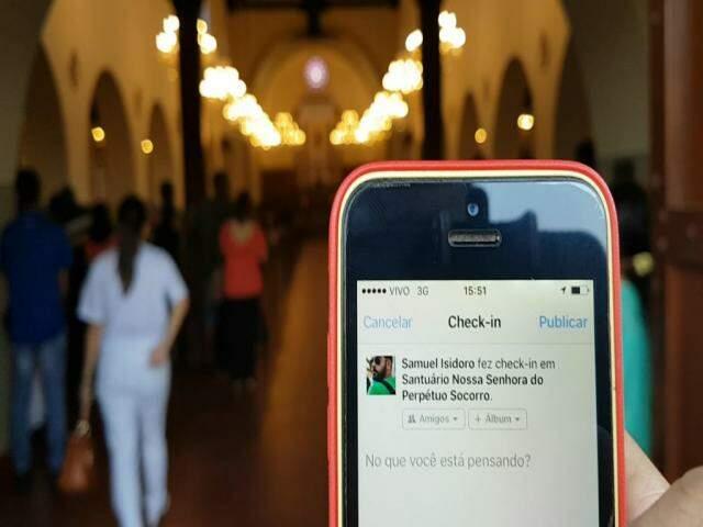 Fazer check-in no Facebook durante a novena da Perpétuo Socorro é coisa de Deus?