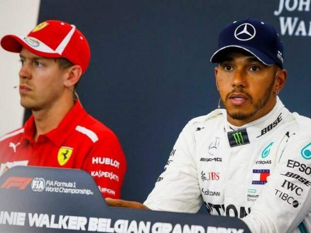De vermelho, Sebastian Vettel da Ferrari que largará em 2º ao lado de Lewis Hamilton durante coletiva de hoje após o treino. (Foto: Fórmula 1)