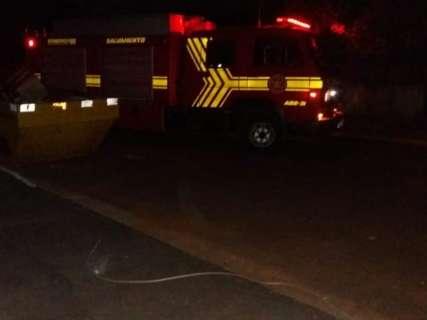 Cabo de energia rompe, causa interdição de rua e deixa Guanandi às escuras