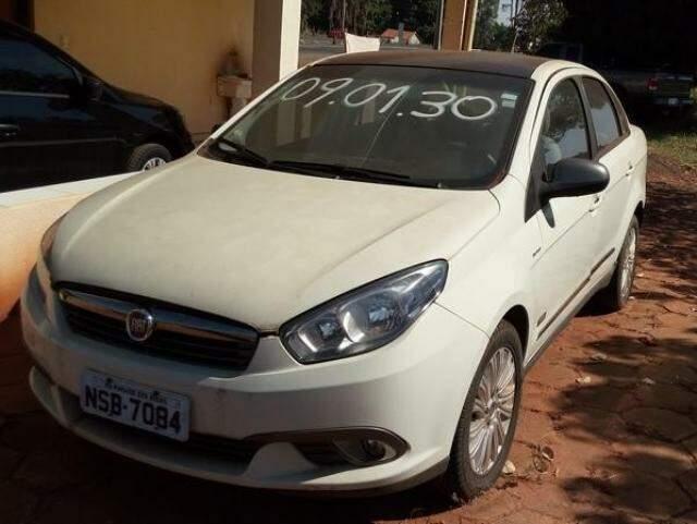 Fiat Siena Essence 2013, lance inicial  de R$ 12mil.
