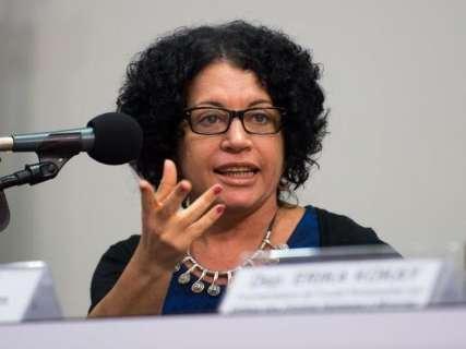 Em palco de provocações, é a vez de Viviane Mosé encarar diálogo nessa segunda