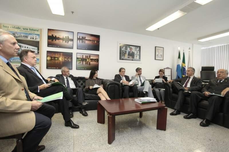 Reinaldo Azambuja em reunião com a bancada de Mato Grosso do Sul, esta tarde, em Brasília (Foto: Divulgação/Governo do Estado)