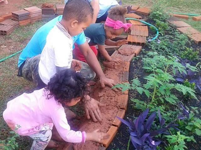 Plantio de mudas com crianças está na programação. (Foto: Fibria)