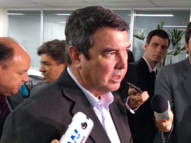 Secretário Estadual de Governo, Eduardo Riedel, durante entrevista na Assembleia (Foto: Leonardo Rocha)