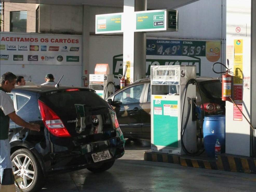Movimentação em posto de combustíveis na semana passada (Foto: Saul Schramm)
