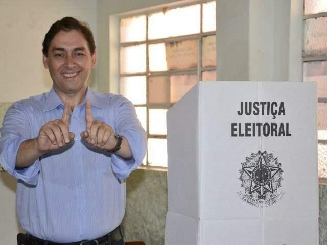 Alcides Bernal votando pela manhã (Foto: Minamar Jr)