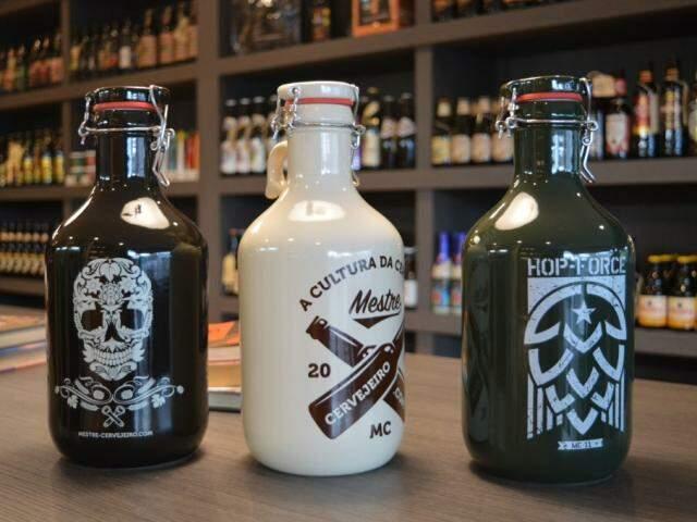 Uma das opções de growler a R$ 165,00 na Mestre Cervejeiro. (Foto: Thailla Torres)