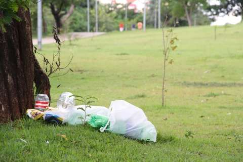 Após denúncia, Prefeitura promete mutirão para limpar Parque das Águas