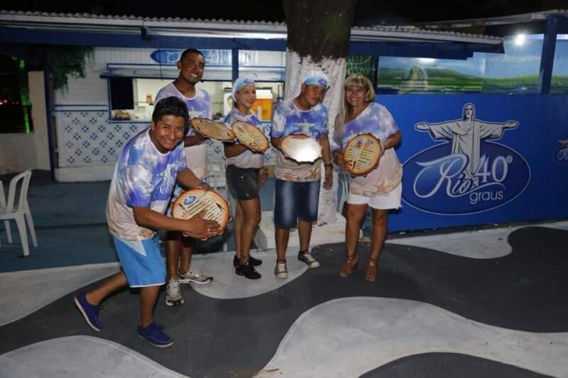 """Calçadão de Copacabana é calçada do boteco """"Rio 40 graus"""". Casa vai tocar samba. (Foto: Gerson Walber)"""