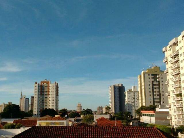 O domingo amanheceu com céu aberto em Campo Grande (Foto: André Bittar)