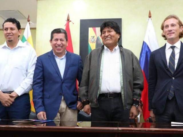 Participaram da reunião: Óscar Barriga Arteaga, Luis Alberto Sánchez, Evo Morales, Vladimir Kantor (Foto: YPFB)