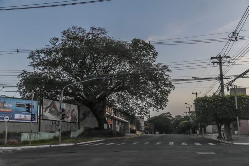 A terça-feira (6) começa com céu parcialmente nublado em Campo Grande e mínima de 22ºC. (Foto: Fernando Antunes)
