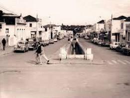 Rua Maracajú, esquina com Rua 13 de Maio, antes do fechamento do canal do córrego Maracaju, em 1971. (Foto: Roberto Higa).