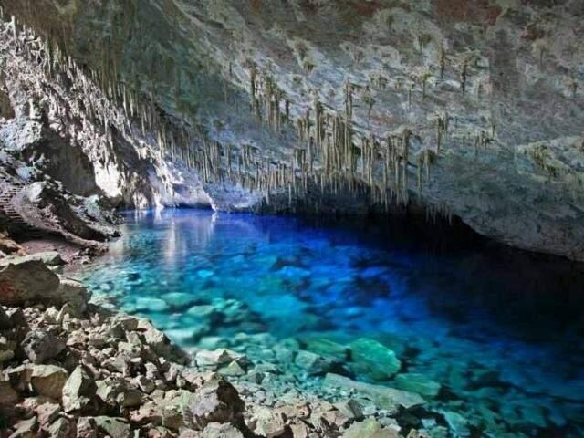Atualmente, a atividade turística é regulada dentro da Gruta do Lago Azul (Foto/Divulgação)