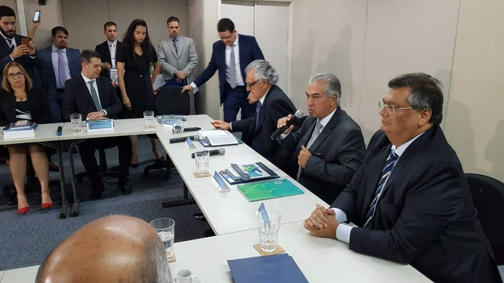 Reinaldo (ao centro) assumiu hoje presidência do Bloco Brasil Central.