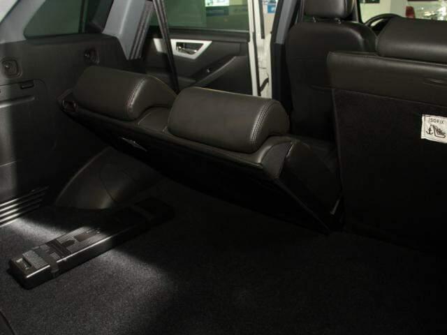 Para garantir conforto dos passageiros, SUV vem com bancos traseiros reclináveis (Foto: Marcos Ermínio)