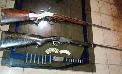 Homens são presos por caçar javalis com espingardas de uso ilegal