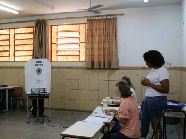 Urnas eletrônicas apresentaram problemas no interior do Estado (Foto: Paulo Francis)