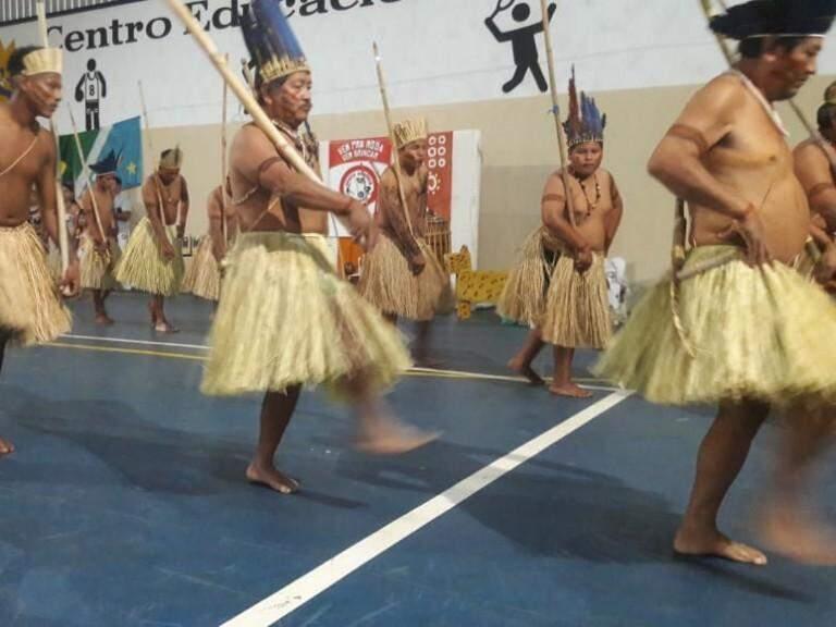 . Agora as mulheres participam desta e de outras apresentações artísticas que antes eram dançadas só por eles.. (Foto: Acervo Pessoal)