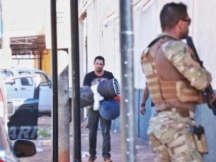 Defesa de ex-guarda preso com arsenal tenta anular ação e impedir transferência