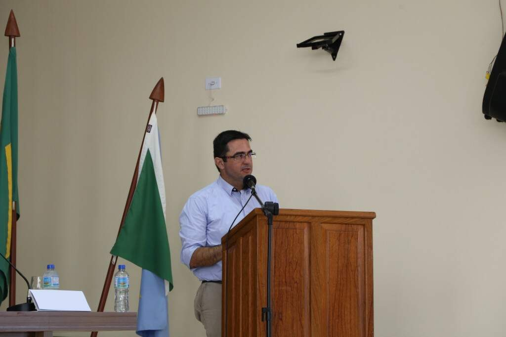 Promotor Luciano Loubet apresentou diagnóstico na Câmara de Bonito. (Foto: Kisie Ainoã)