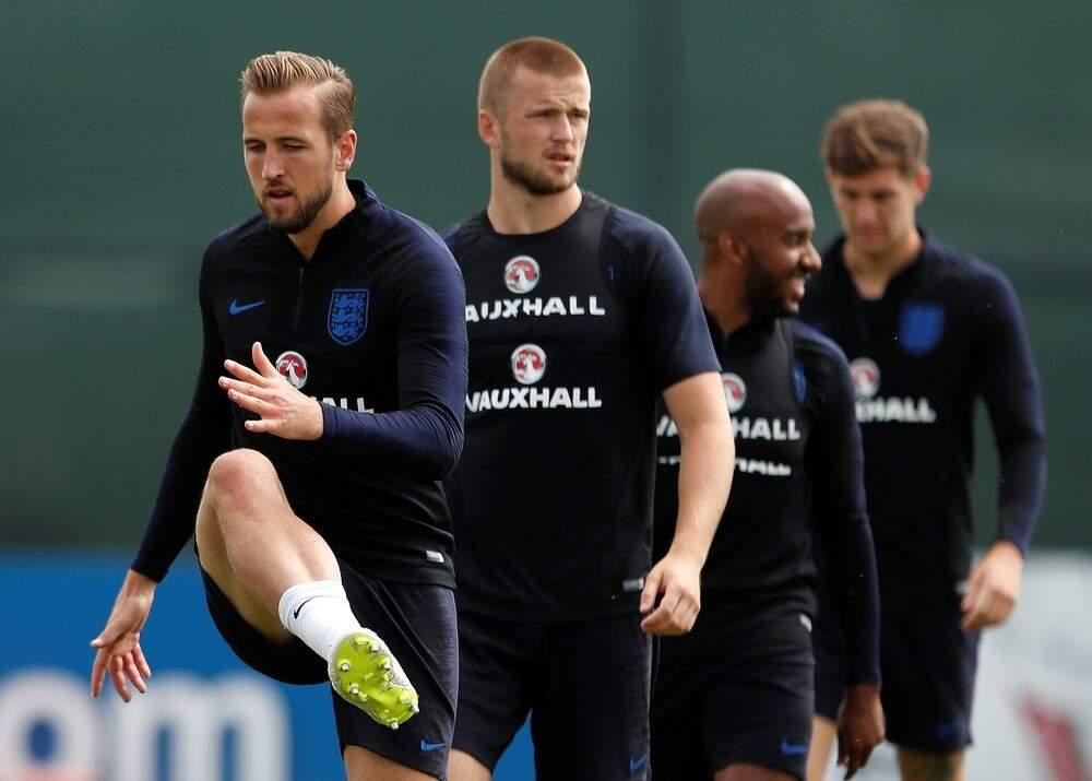 O arrumadinho Harry Kane puxa a fila no aquecimento e vai comandar a Inglaterra em mais um jogo pela Copa na Rússia (Foto:REUTERS/Lee)