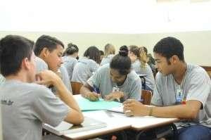 Alvo de investigação, Seleta atrasa salários de adolescentes aprendizes