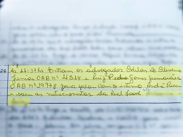 Livro da portaria do presídio, que registra quem entrou e quem saiu do estabelecimento. (Fotos: Marina Pacheco)
