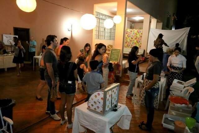 Os preços, vão de R$ 5,00 a R$ 20,00 em pratos que levam assinatura de chefs de Mato Grosso do Sul.