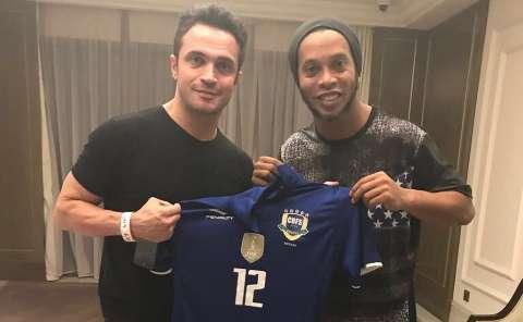 Ronaldinho Gaúcho e Falcão juntos na seleção brasileira de futsal