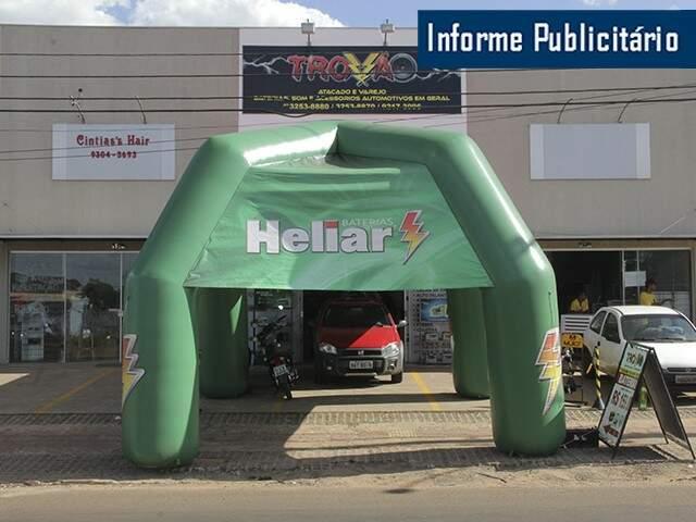 Loja fica na Avenida Três Barras.