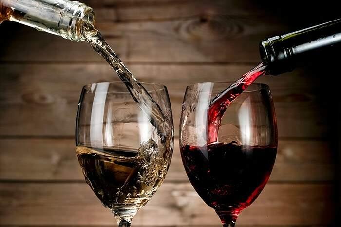 Se você gosta de um bom vinho, está acabando o frio e ainda dá tempo de aproveitar. (Foto: Divulgação Internet)