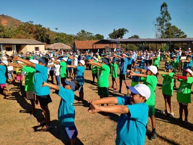 Os indígenas da Limão Verde se preparando para a corrida de 4 quilômetros. (Foto: Dionedison Terena)
