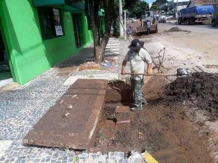 Pausa em chuvas dá início a limpeza de ruas e bueiros em Bonito