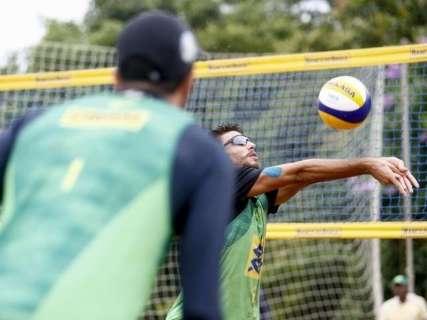 Reinaldo acompanha decisão masculina do Open de Vôlei de Praia na Capital
