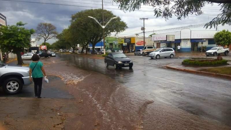 Chuva desta tarde foi rápida, mas encerrou 30 dias de estiagem (Foto: Eliel Oliveira)