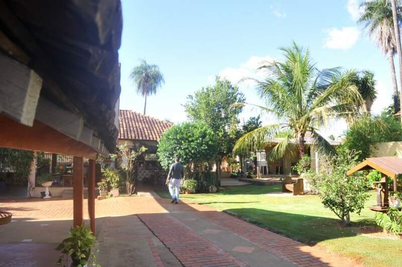 Vez por outra o quintal é alugado para festas (Foto: Alcides Neto)