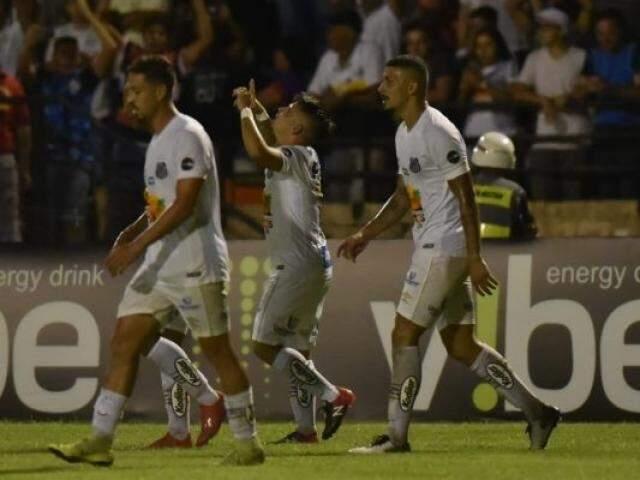 Soteldo comemora seu primeiro gol pelo Peixe.(Foto: Ivan Storti/SantosFC)