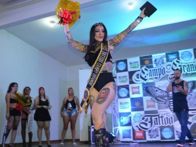 A funcionária pública, de 32 anos, Jociene Acosta Gomes, venceu o primeiro Miss Tattoo de Campo Grande.